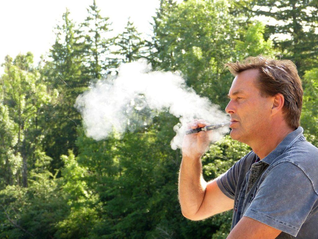 איש מעשן